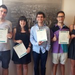Estudiantes con su diploma en Brooklyn