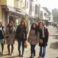 Estudiantes paseando por Hastings
