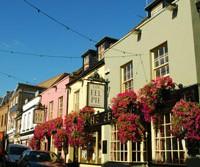 Una colorida calle de Torquay